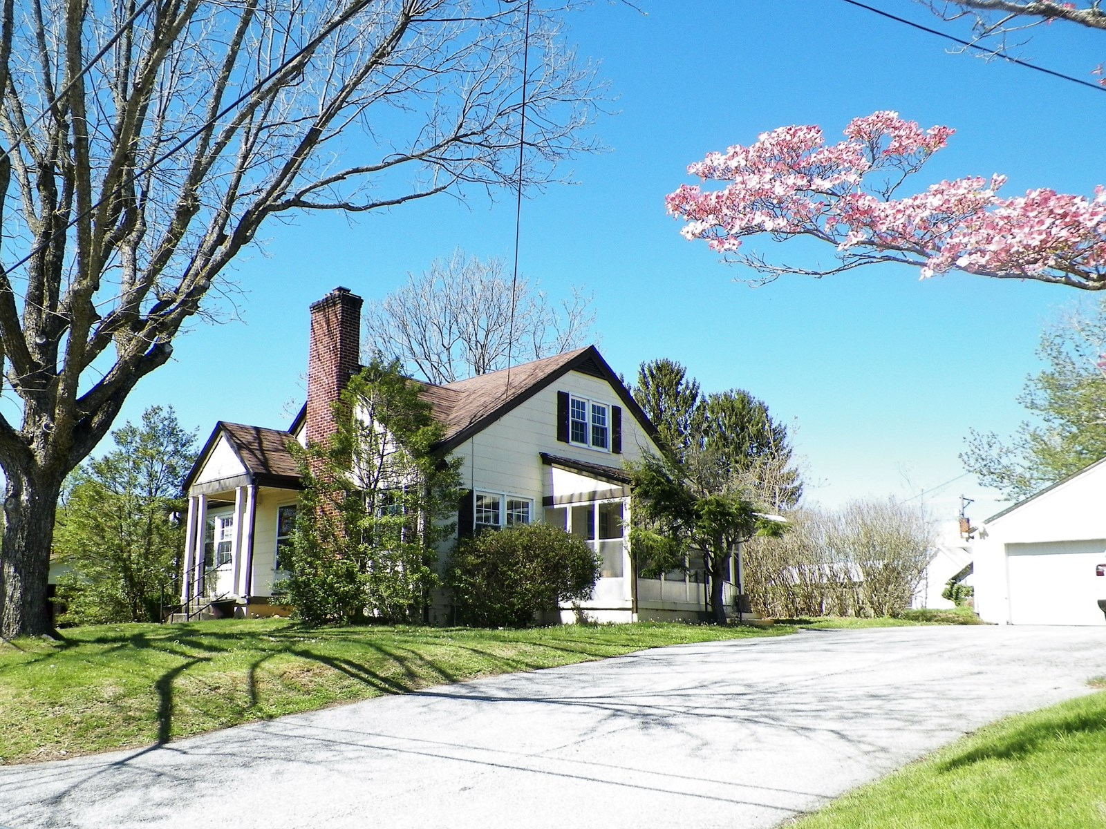 ADORABLE CAPE COD IN WYTHEVILLE, VA