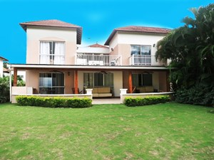 BEACH AND GOLF TOWNHOUSE FOR SALE IN PANAMA