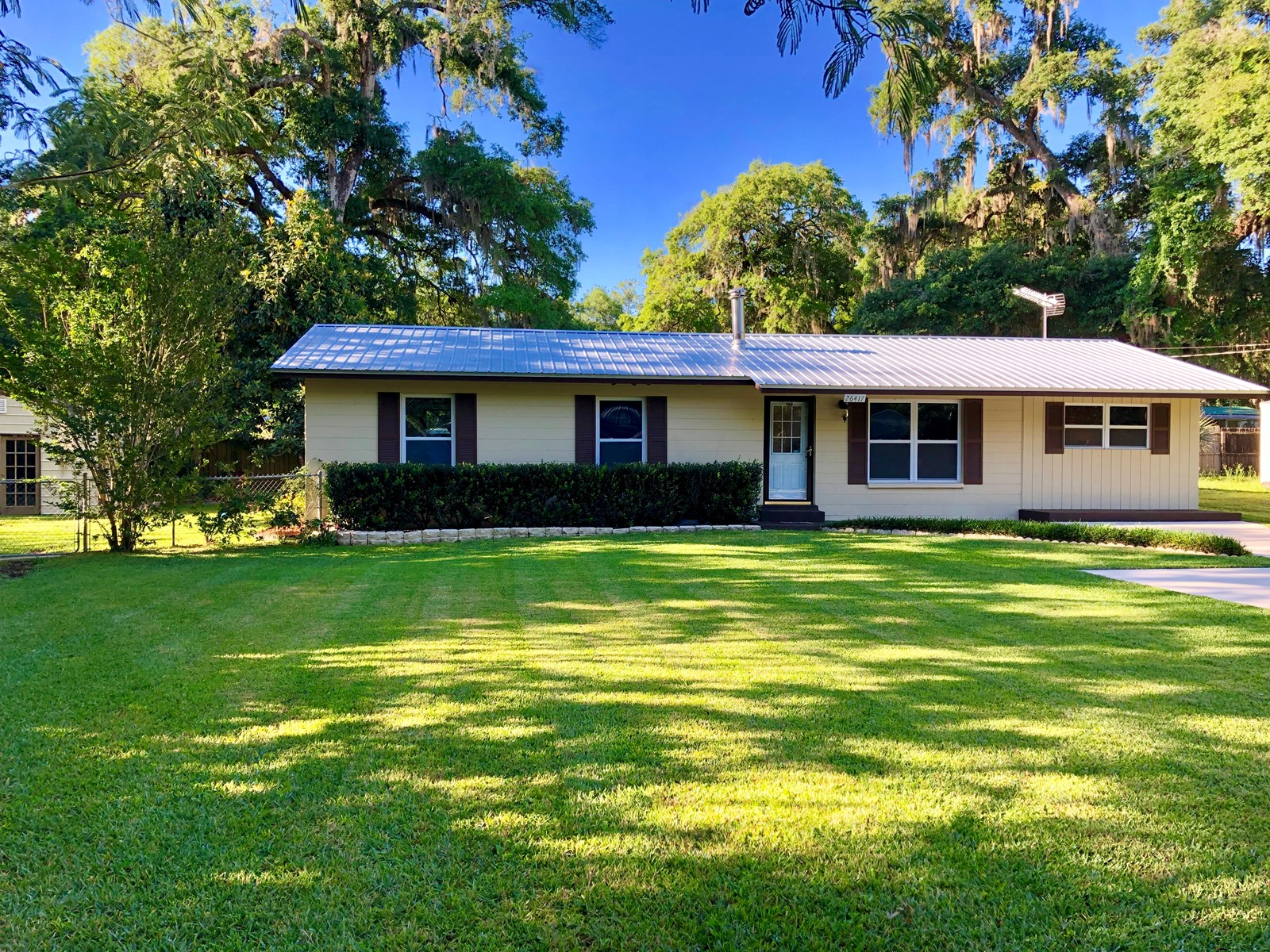 WELCOME HOME!!  Well maintained home in Newberry, FL