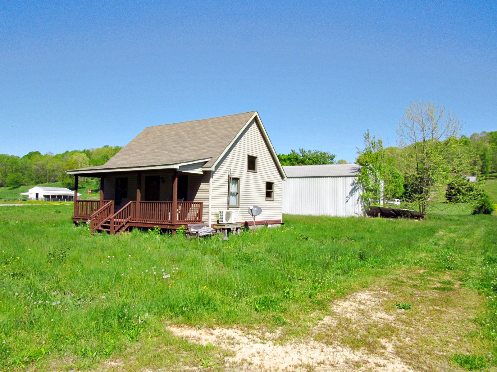 2 Bedroom 2 Bath Home on 1 Acre Lobelville, TN