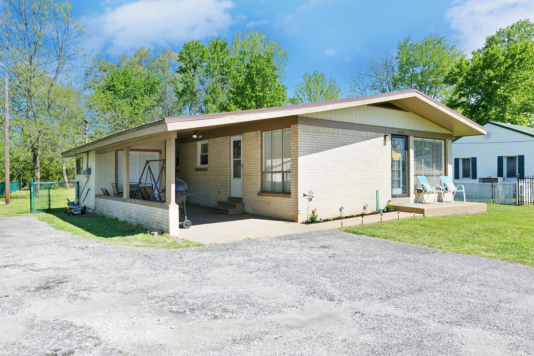 3BR Home For Sale / Hardwood Floors / Stainless Appliances