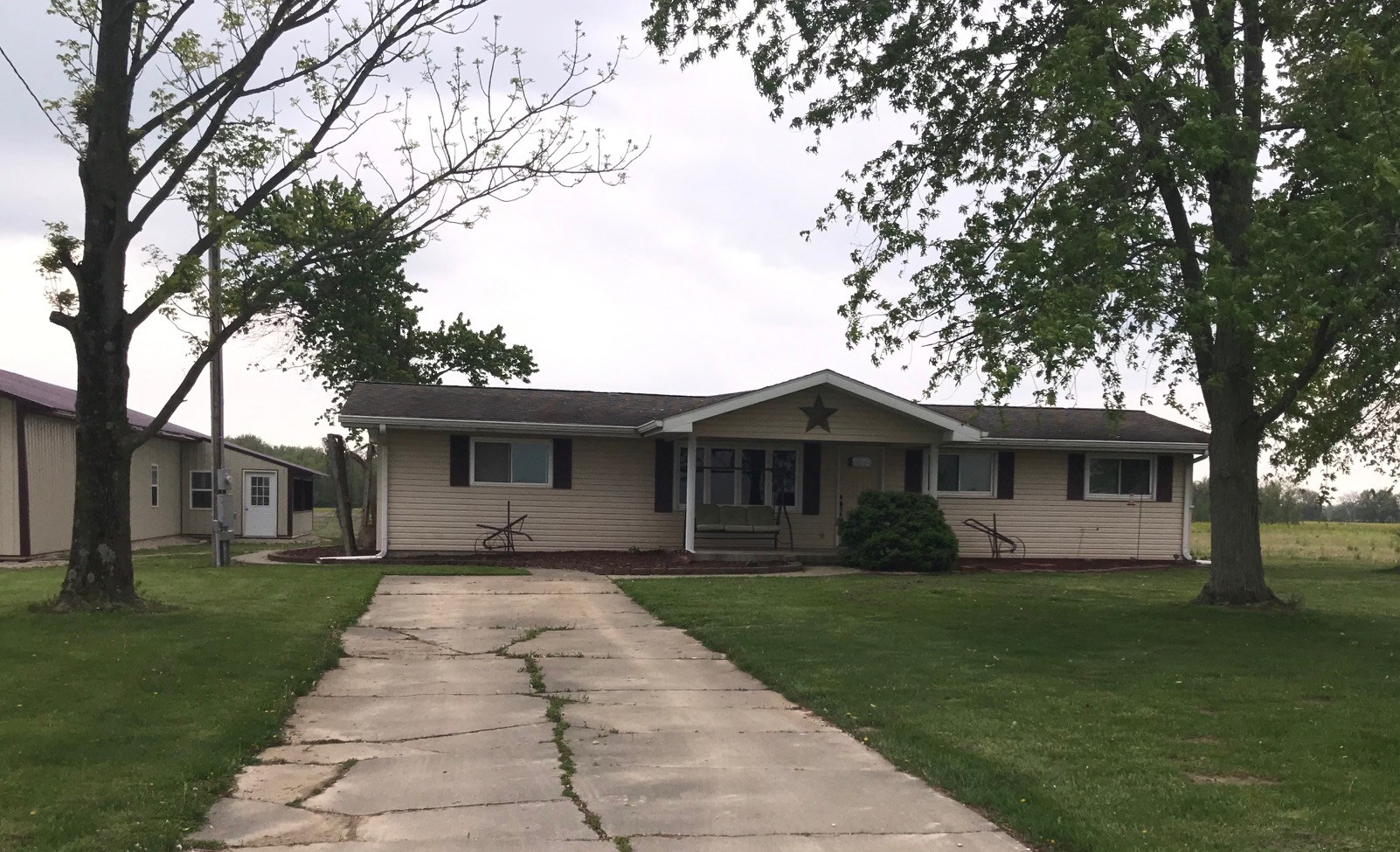 4 Bedroom, 2 Bath Home, Lovely Country Location