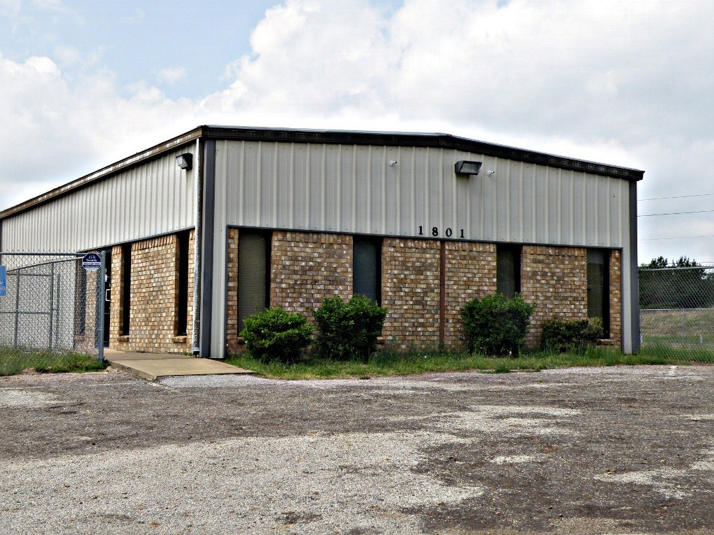 COMMERCIAL PROPERTY FOR LEASE PALESTINE TEXAS WAREHOUSE