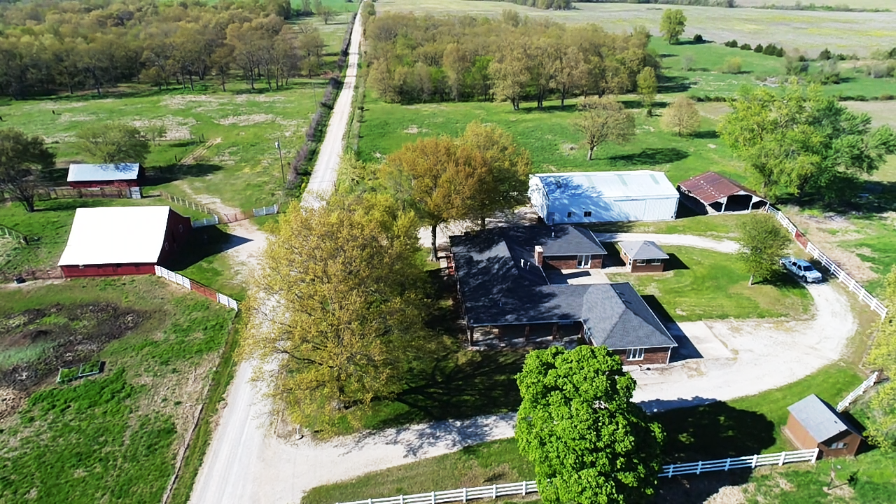 Beautiful Home w/Pasture Acreage in Missouri
