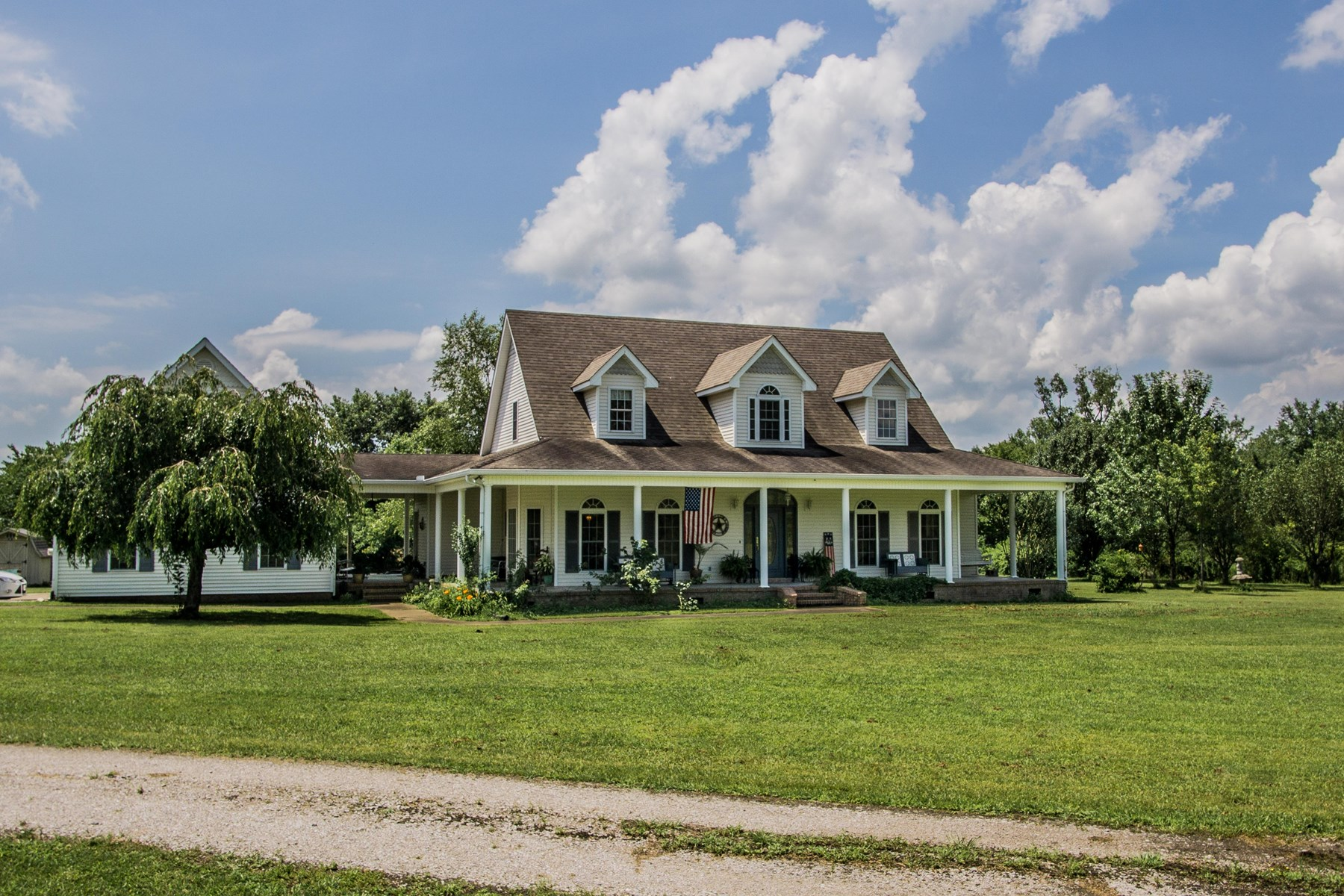 Tennessee Country Home & Horse Farm in Sweet College Grove!