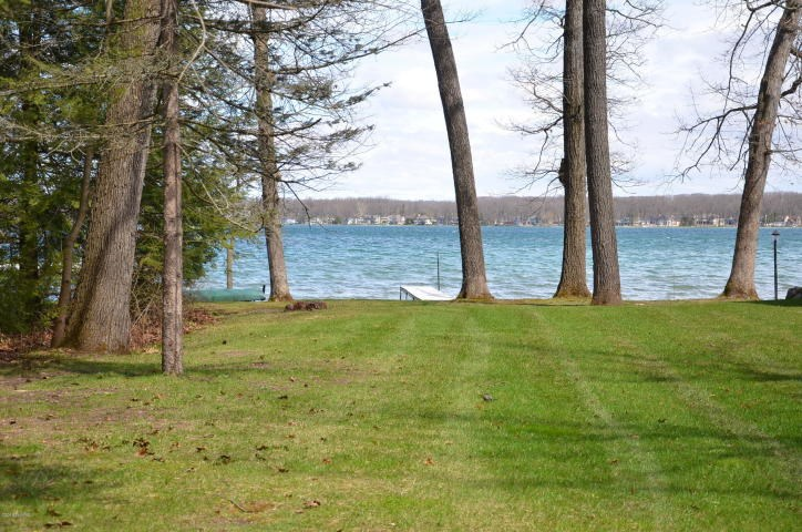 Beautiful Gull Lake lot in desirable Idlewild neighborhood