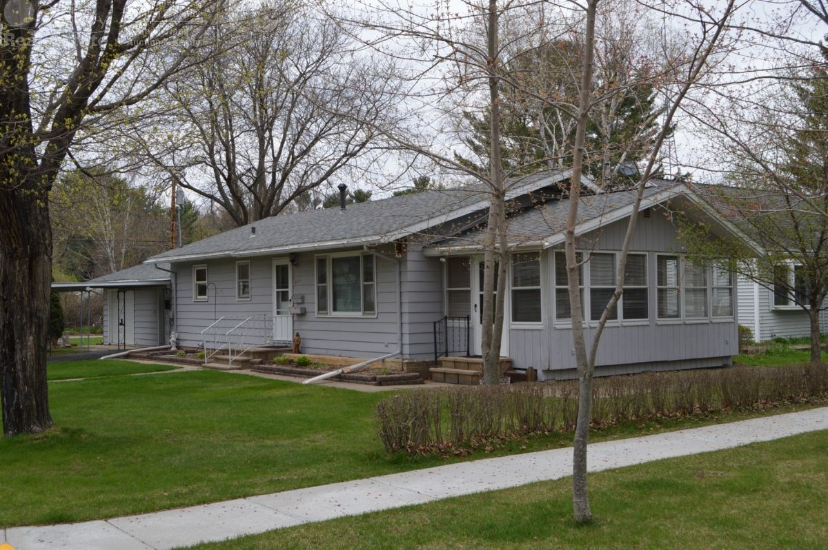 3 Bedroom Ranch on a Corner Lot in Wisconsin Dells
