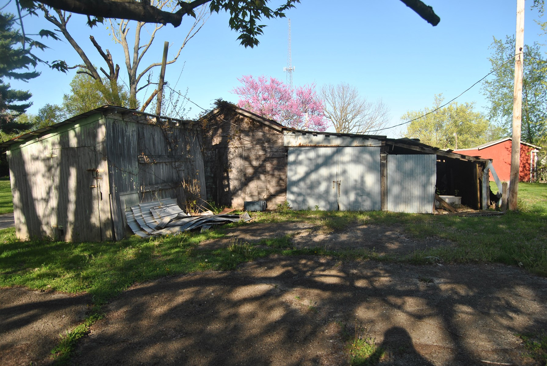 Shed and Garage on 80' x 130' Lot, Martinsville, IL