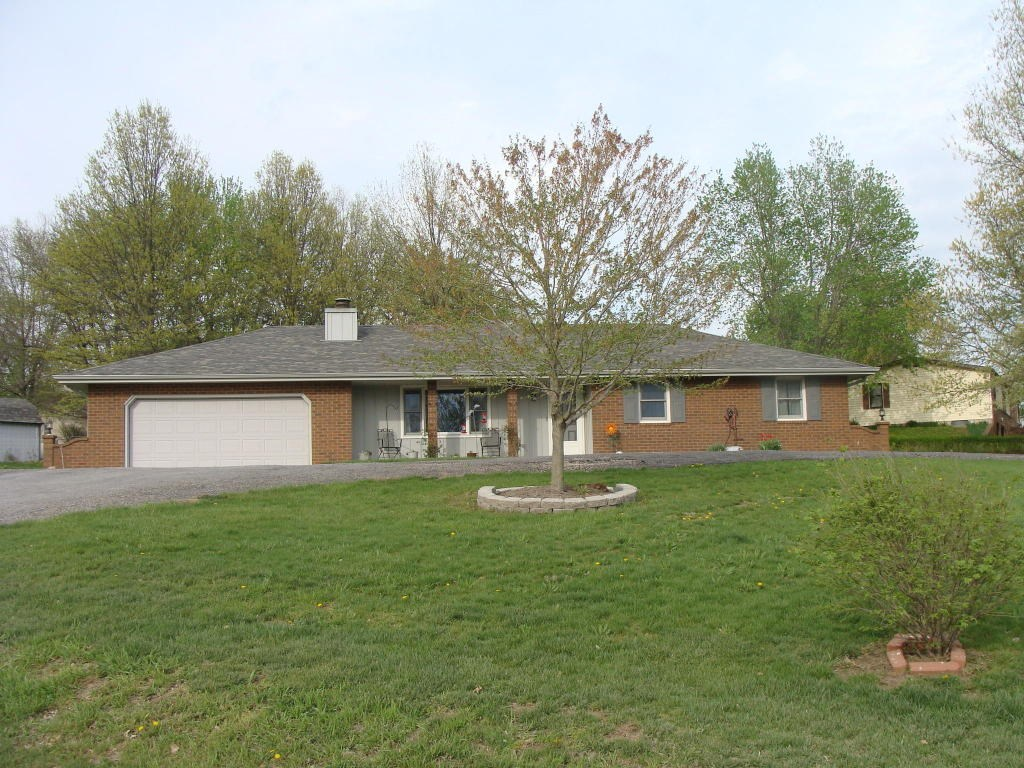 3 BEDROOM, 2 BATHROOM HOME OUTSIDE OF MARYVILLE, MO