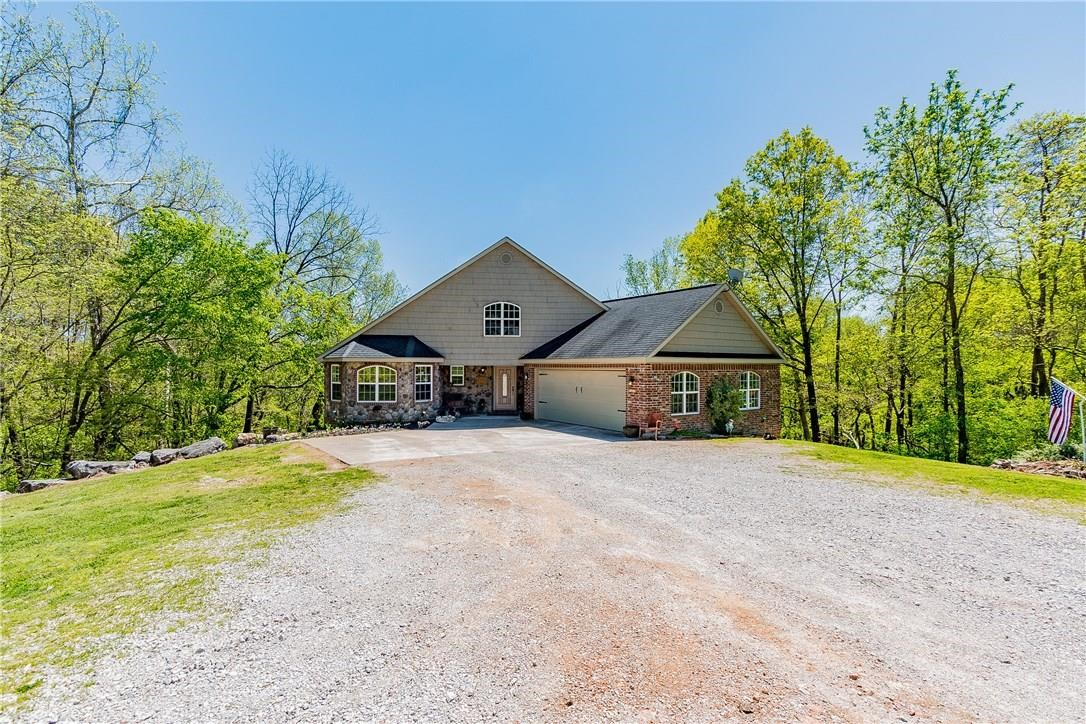 Beautiful spacious home in Pea Ridge AR with shop building
