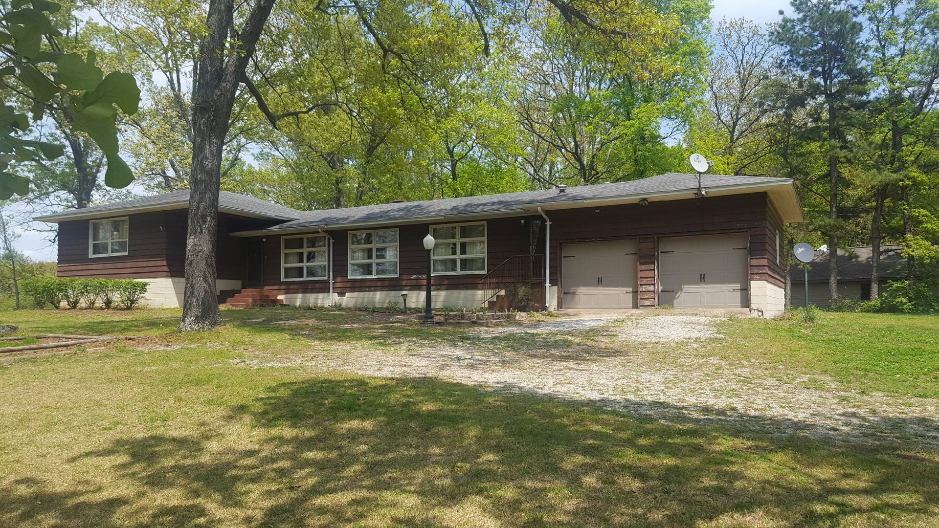 Spacious House in Town - Howell County, Missouri