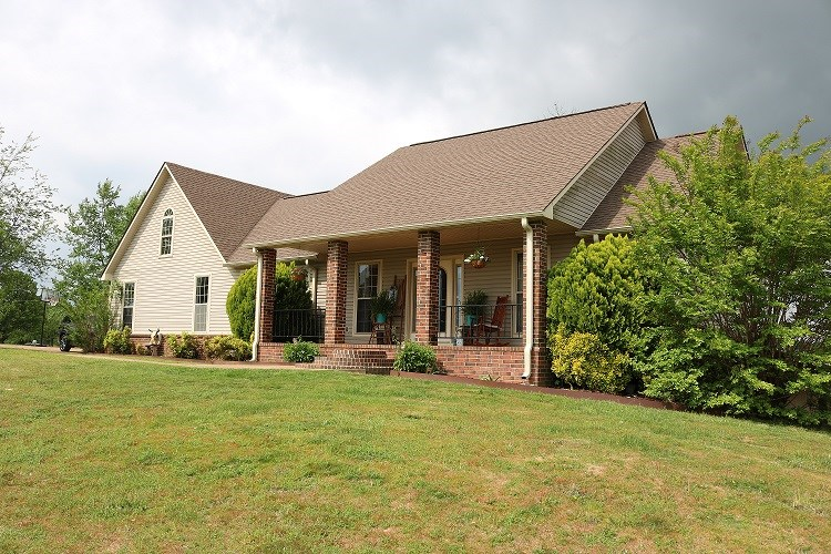BEAUTIFUL 5 BEDROOM, 3 BATH HOME ON 8 ACRES WITH POOL & POND