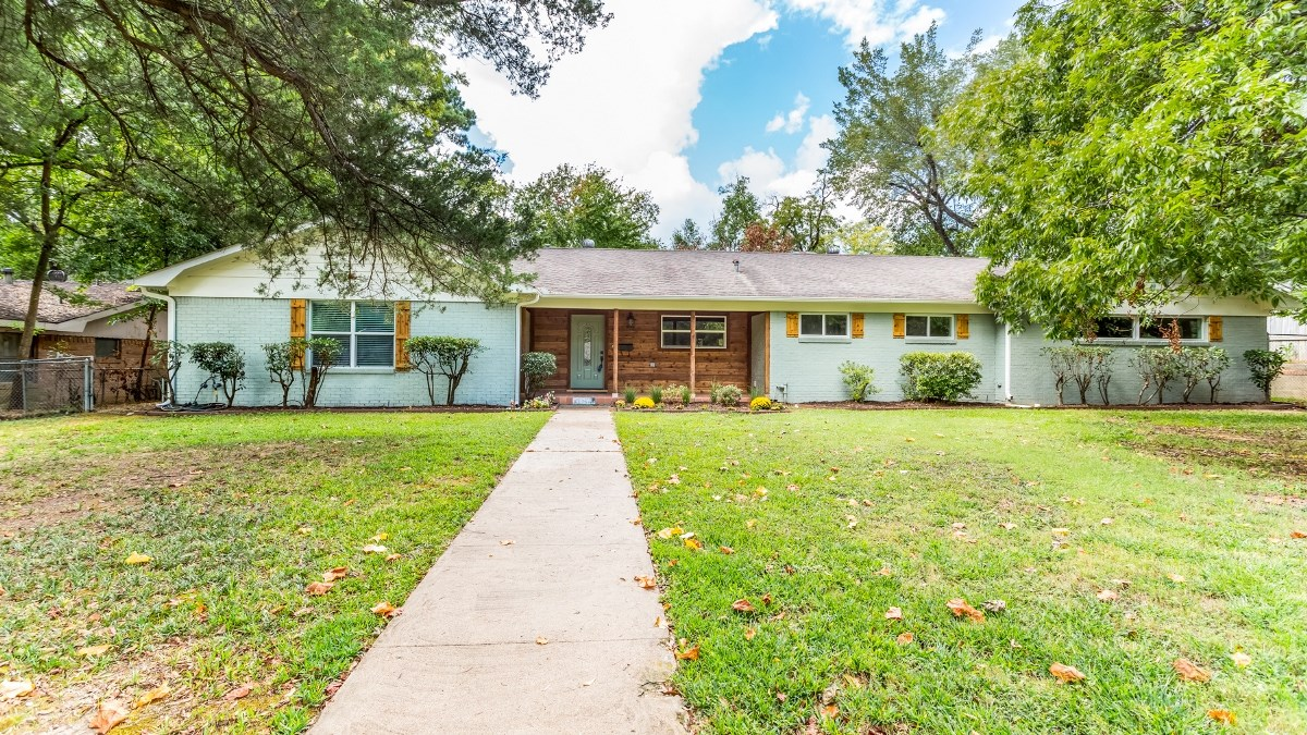 BEAUTIFULLY UPDATED SOUTH TYLER HOME FOR SALE
