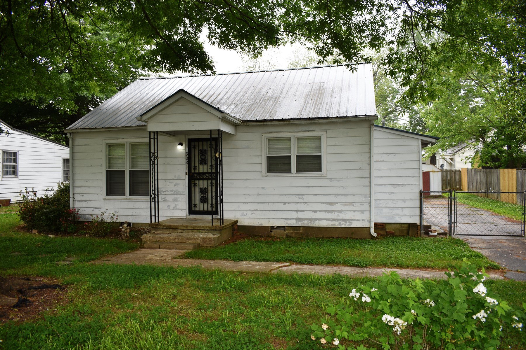 Investment Property or Handyman Special For Sale in Milan TN