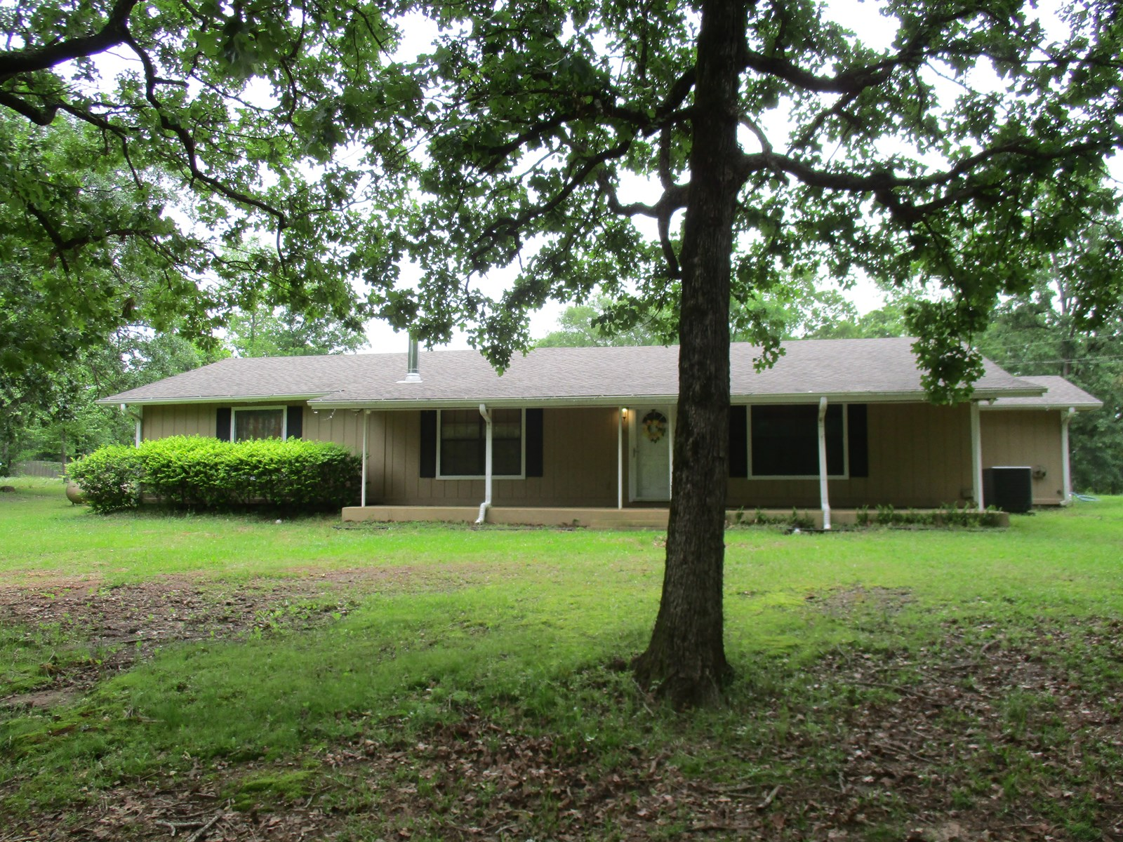 East Texas Country Home & Acreage For Sale