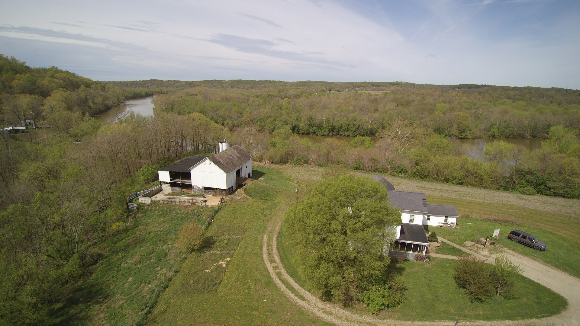 Muskingum River Frontage | Tract 3 | 20 +/- Acres | 2 Story Farm House & Barn