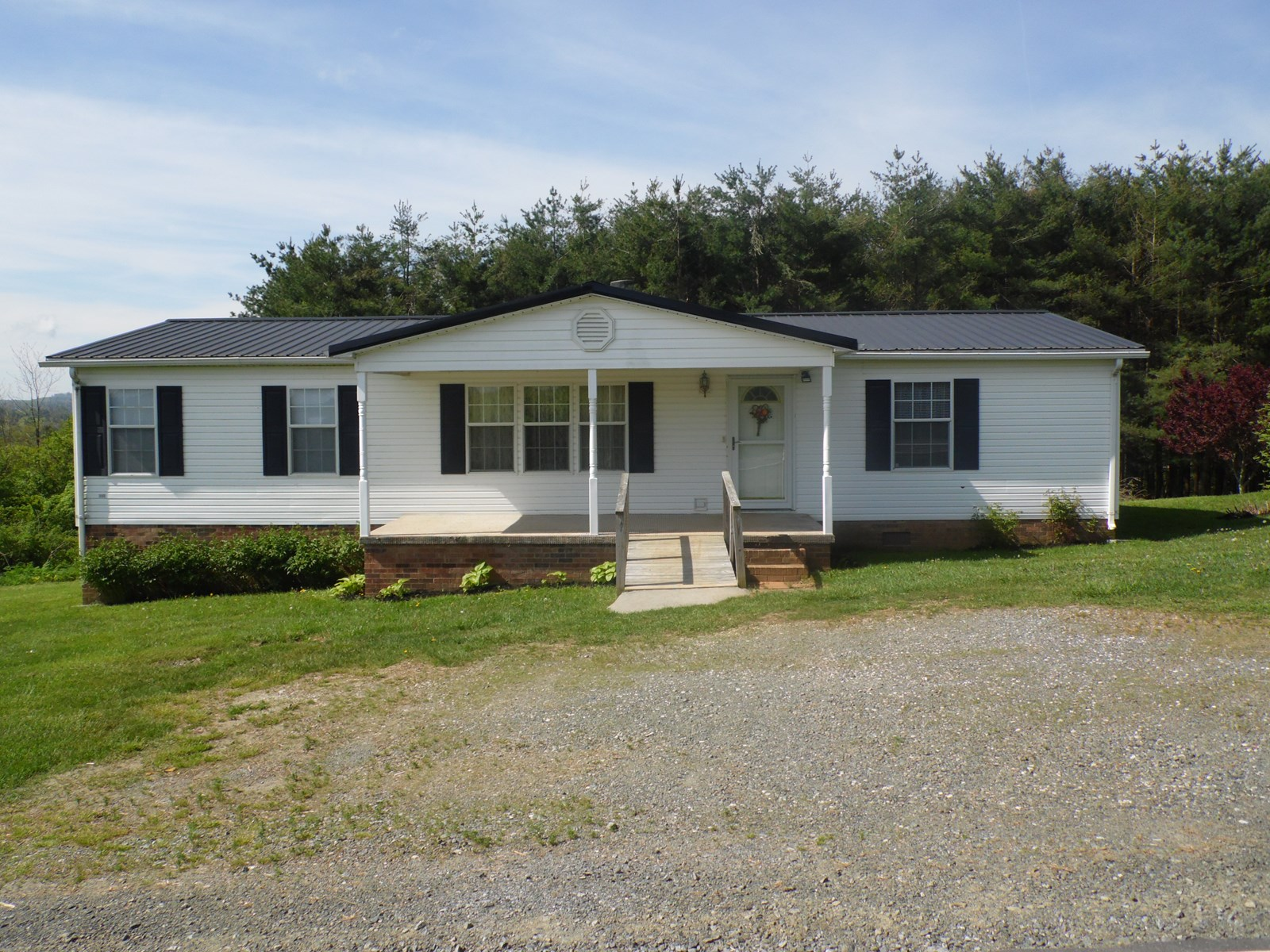 Well-maintained home for sale in Ennice, NC