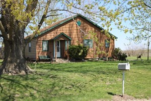 COUNTRY HOME WITH 35 ACRES FOR SALE IN HOWARD COUNTY MO