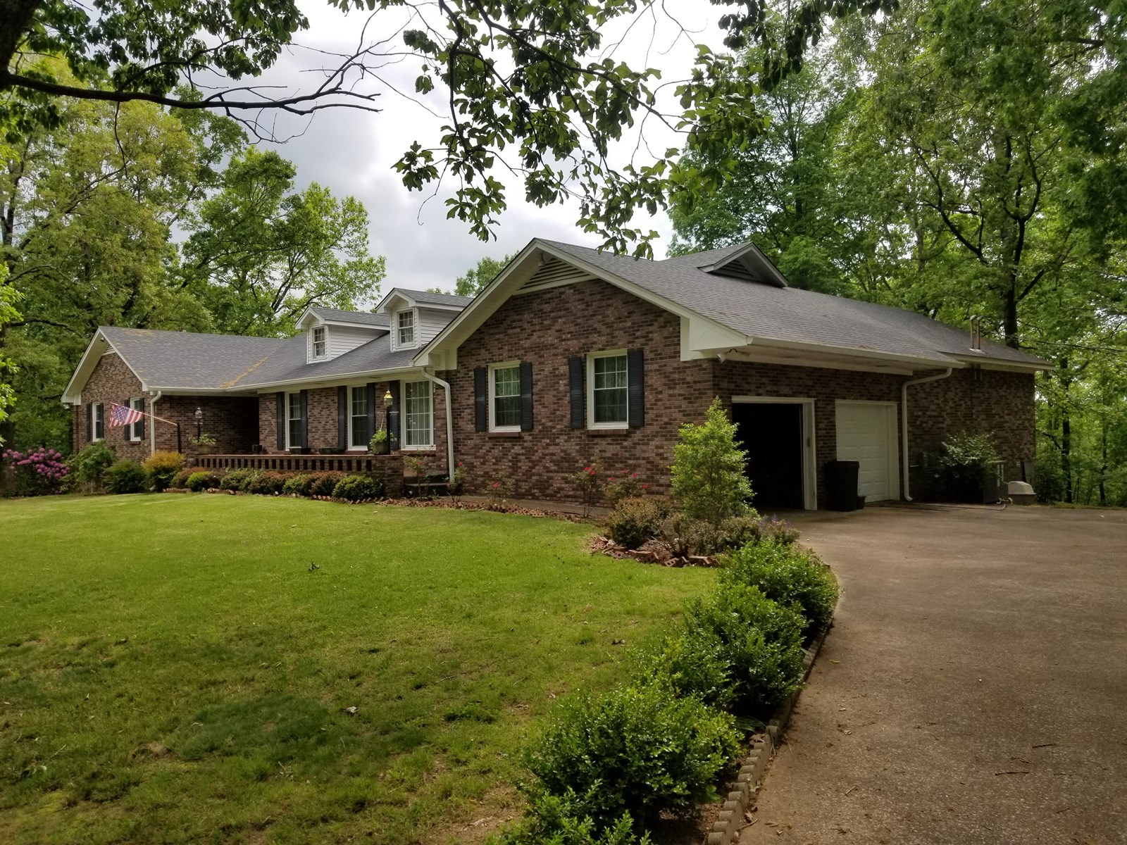 WAYNESBORO TN 5 BEDROOM 2.5 BATH BRICK HOME FOR SALE 9 ACRE