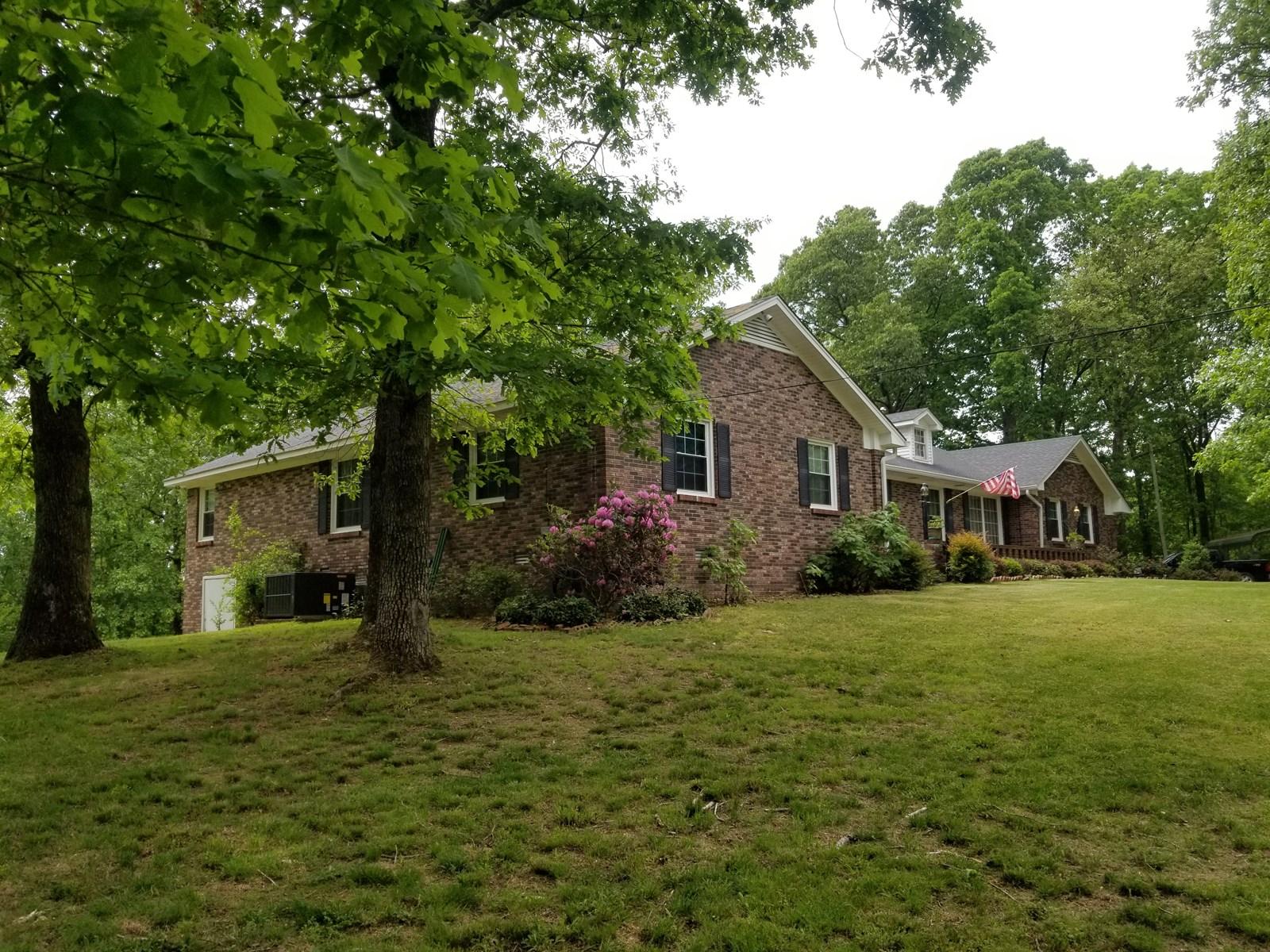 % Bedroom TN brick home For Sale 9 Acres