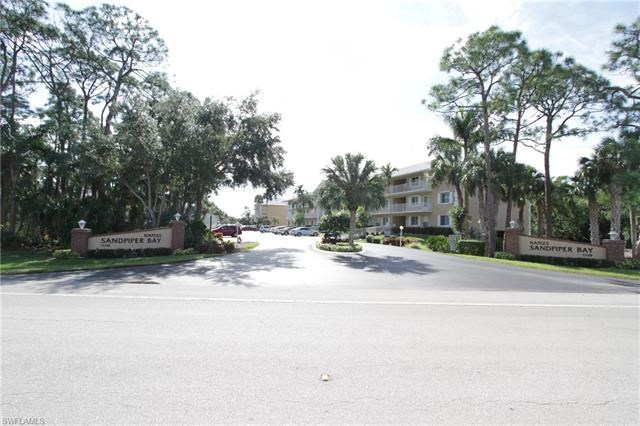 2 bedroom 2 bath condo for sale in Naples, Florida