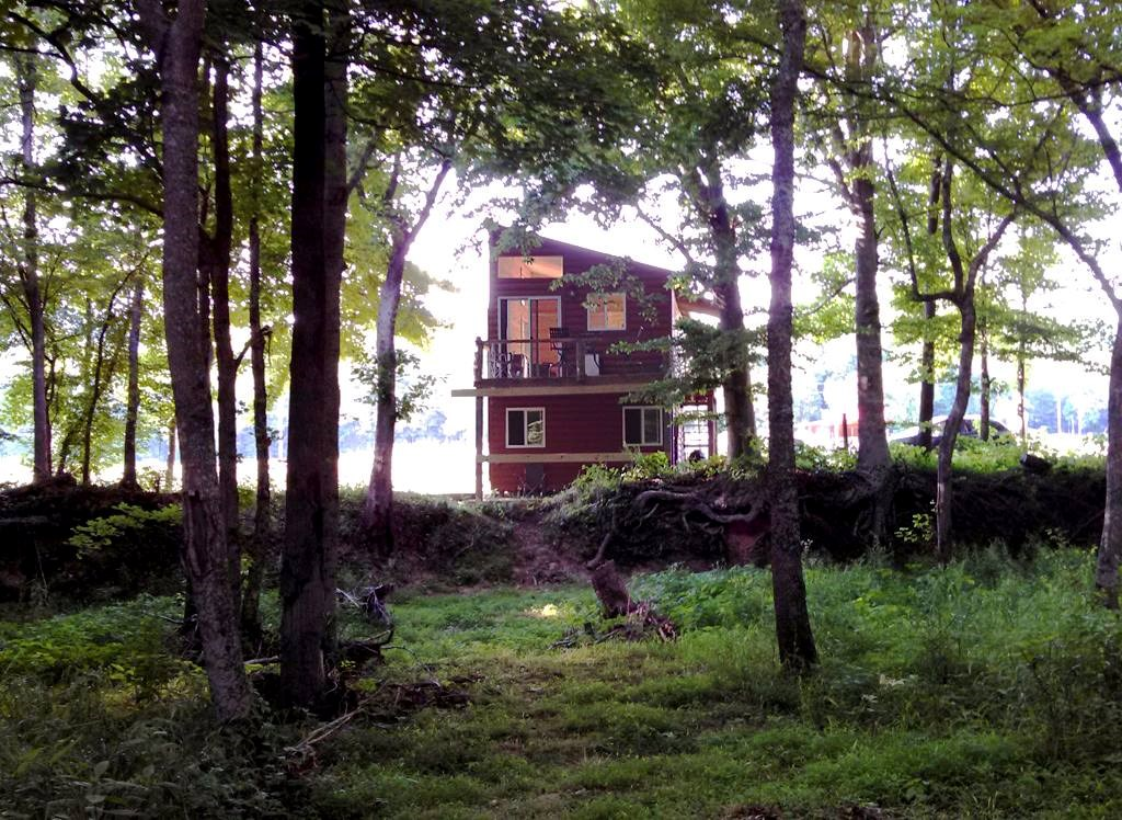 Creek Front Country Cabins For Sale in Perry County TN