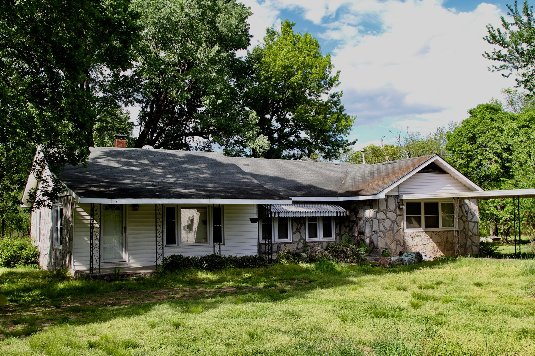 HOME ON .82 +/- ACRES IN NE OKLA; MAY 31 @ 4 PM