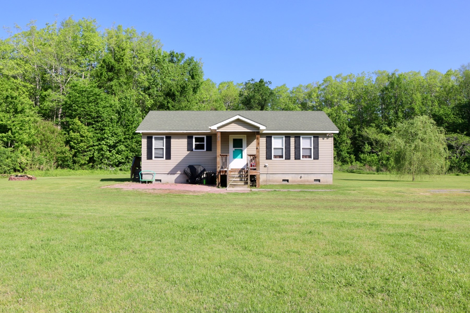 Starter Home on 2.2 Country Acres!