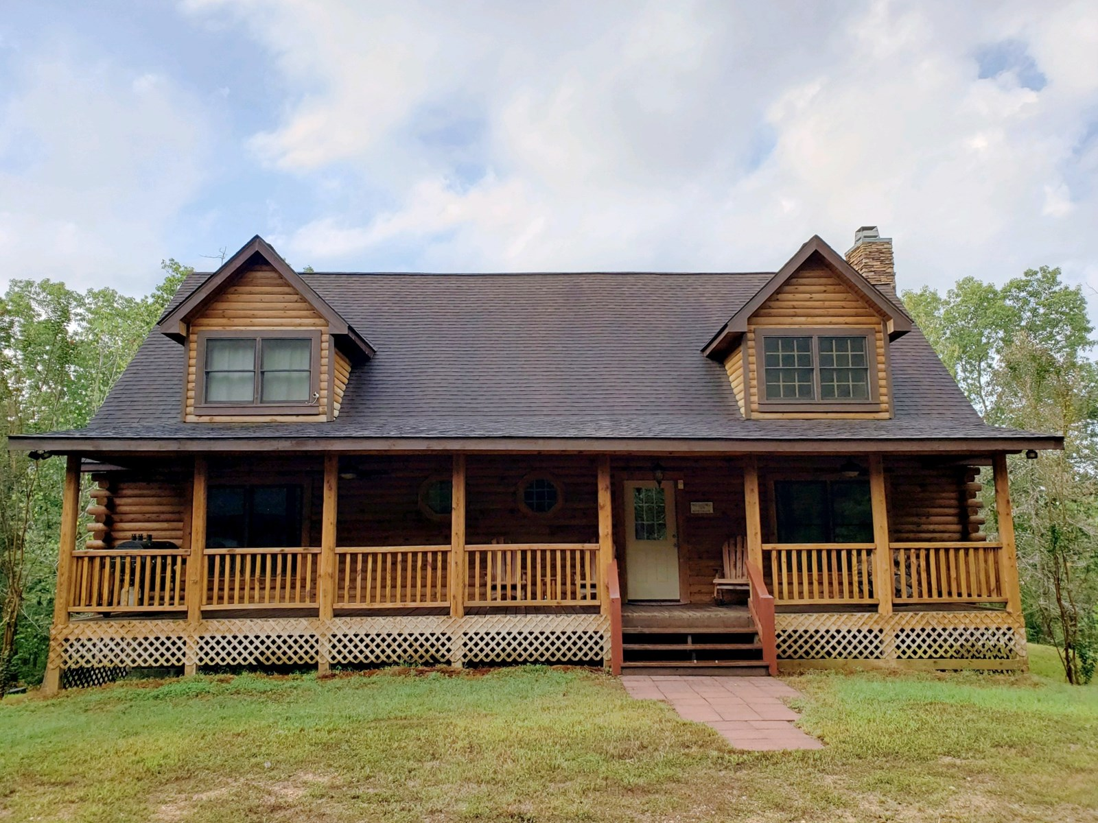 Luxurious Log Home for Sale in Clifton, Tennessee!!