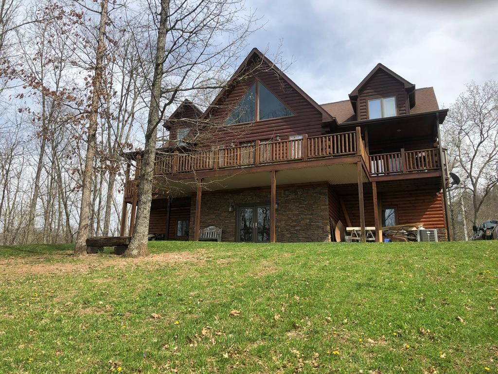 Log Cabin Situated on a Private Retreat in Castlewood, VA