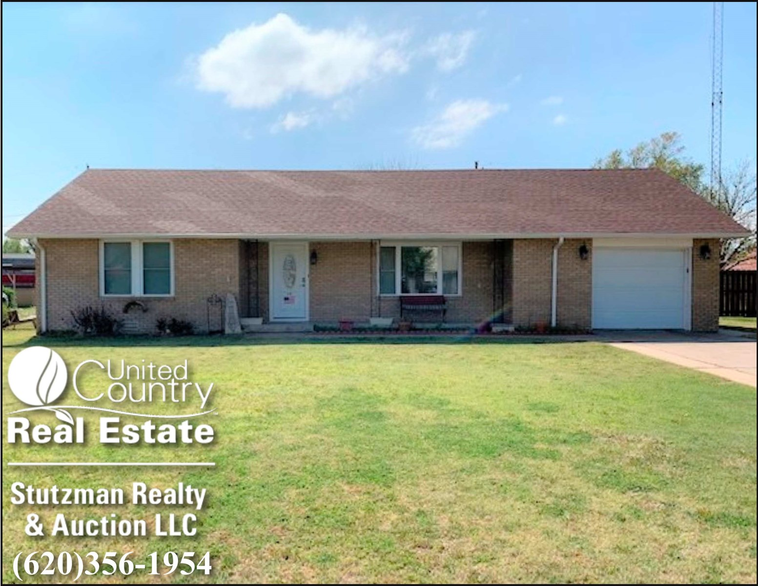 UPDATED AND WELL KEPT HOME FOR SALE IN ULYSSES, KS