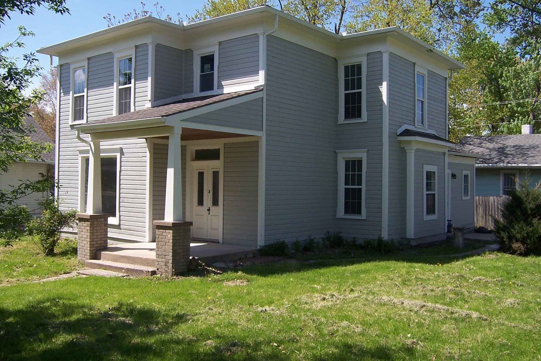 UPDATED 2 STORY IN CAMERON MO FOR SALE