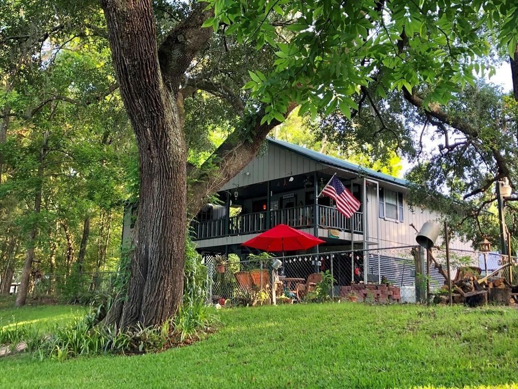 Cozy traditional 3/2 Suwannee River home w/floating dock