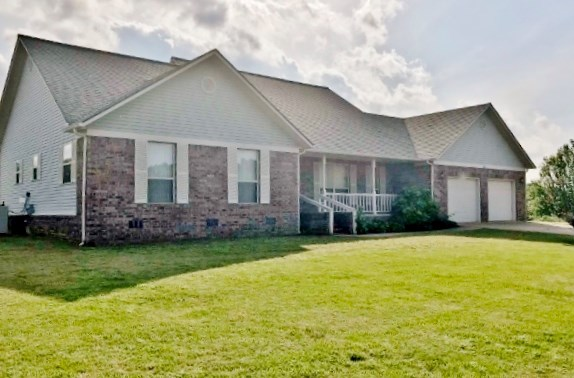 Home near Golf Course in Mountain View AR . Stone County