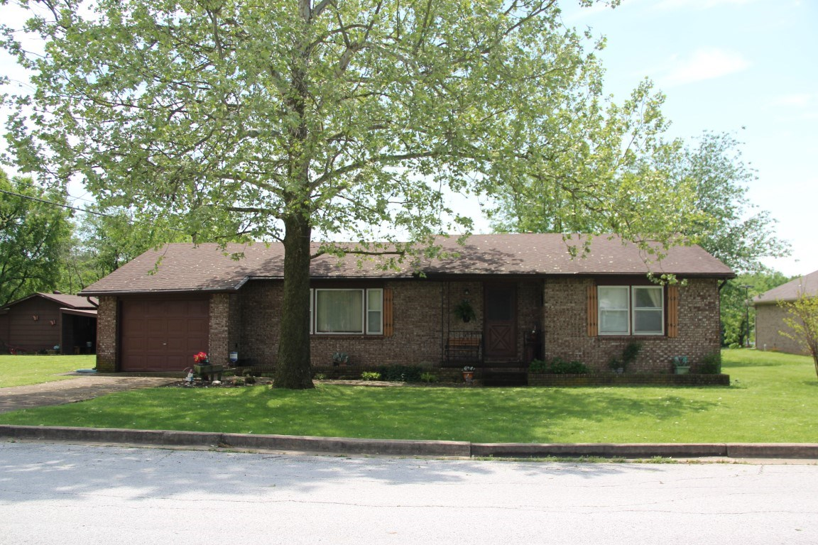 HOME ON 1 ACRE IN BERRYVILLE AR