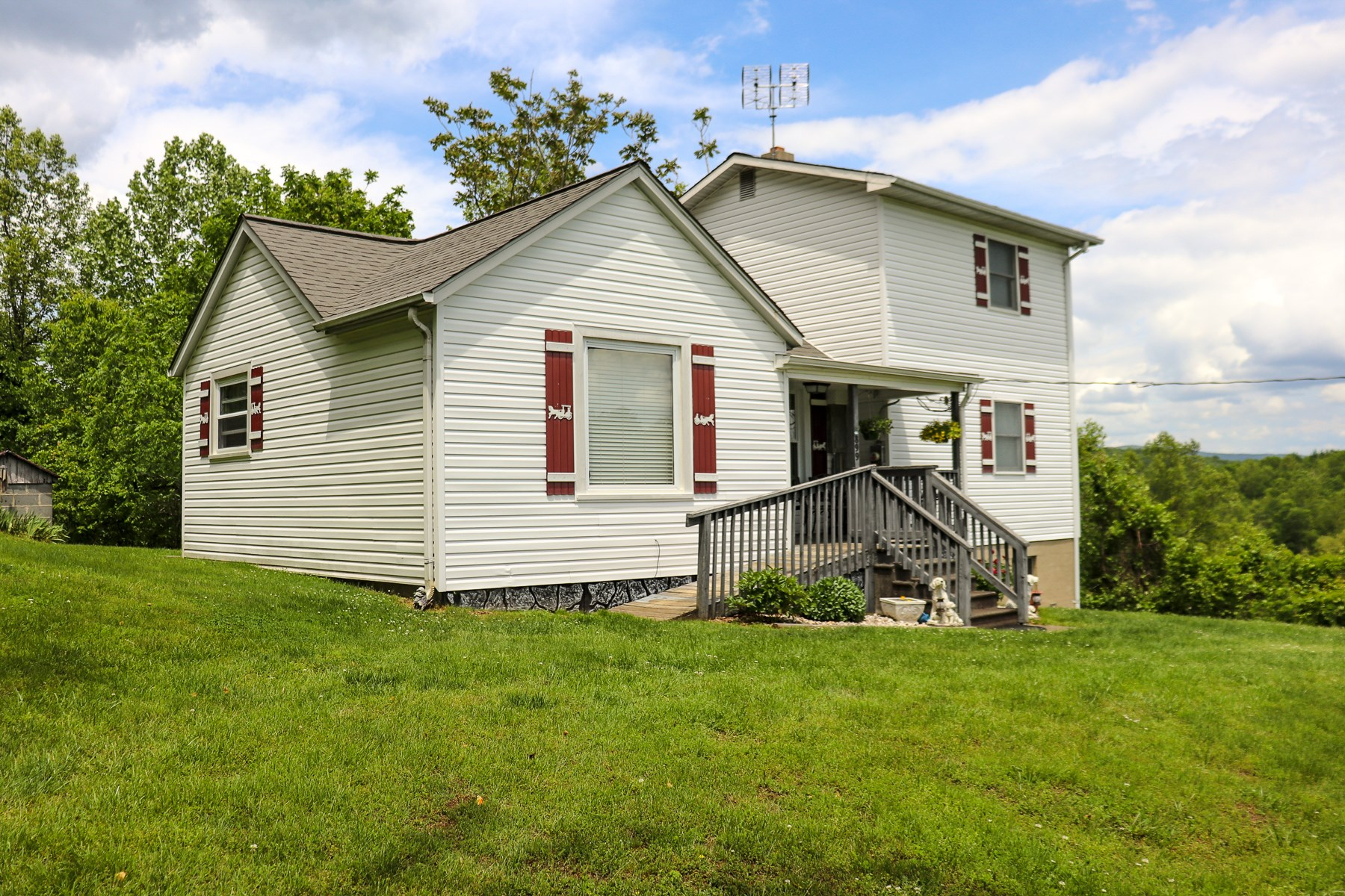 Sweet Country Home for Sale in Woolwine VA!