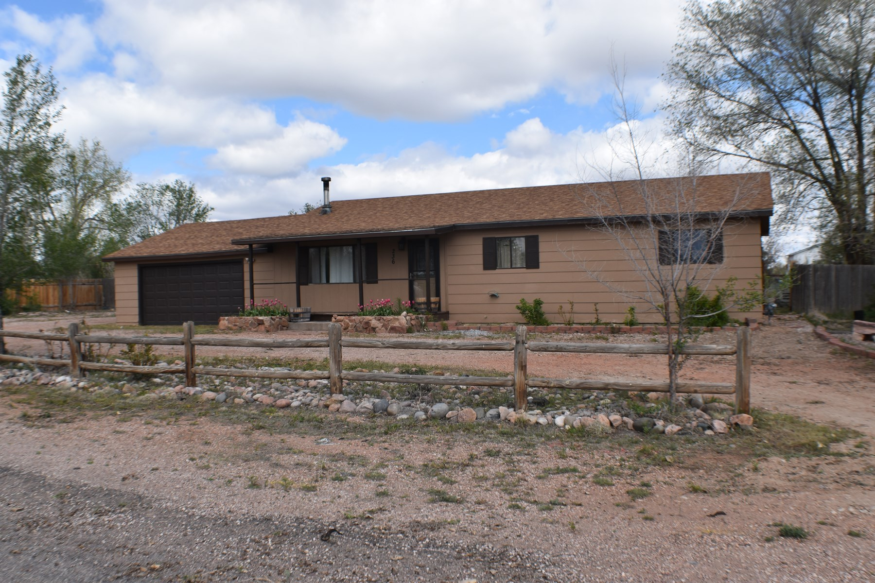 Home for Sale in Penrose, CO Ready for 4-H or Hobby farmers!