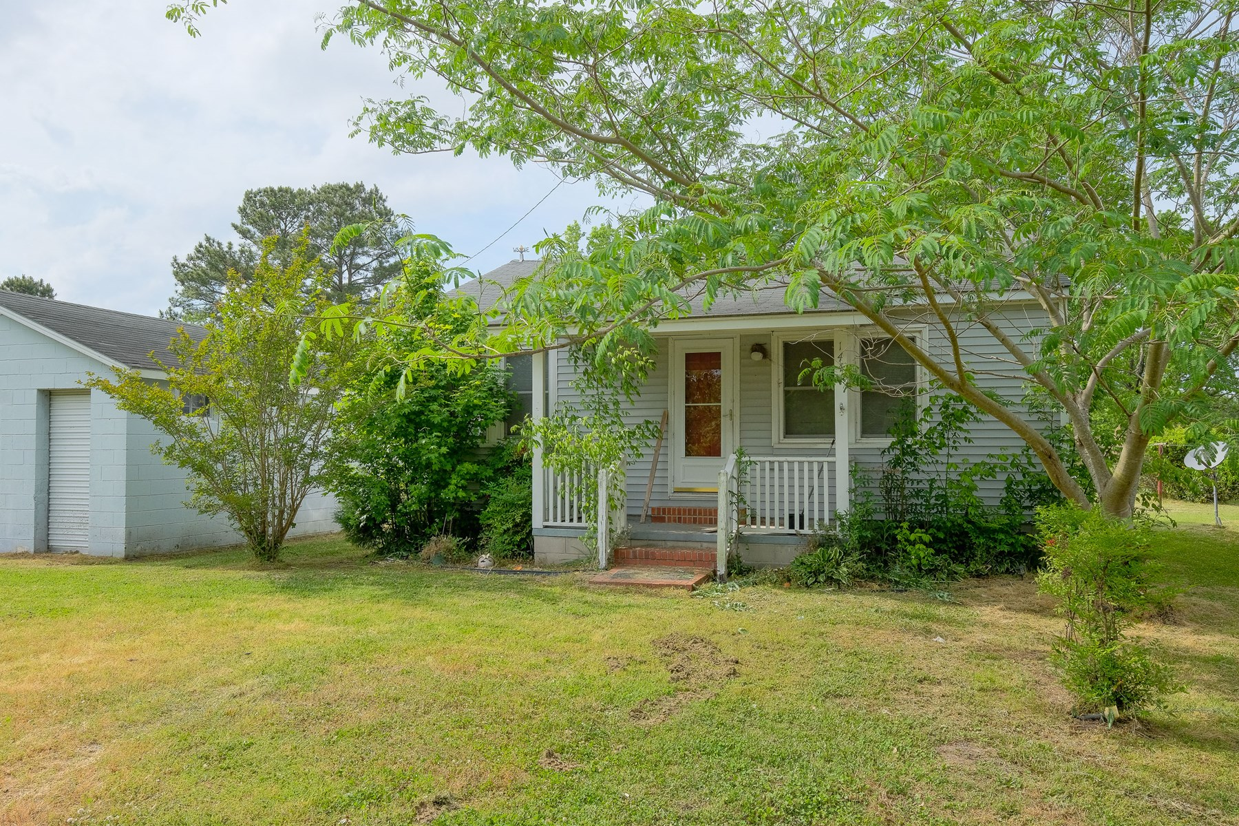 144 MEXICO RD EDENTON, NC-2 BEDROOM 1 BATH HOME WITH 4 UNIT STORAGE BUILDING