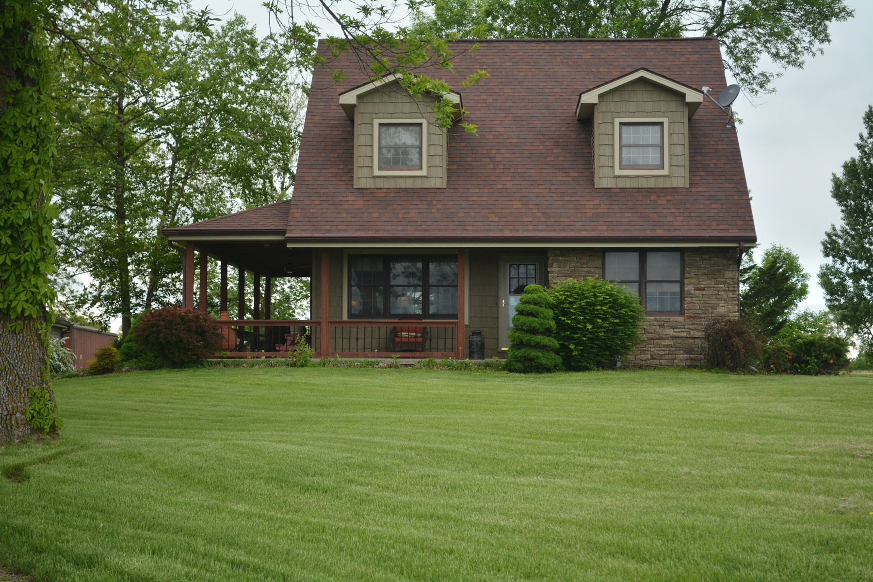 4 BR, 3.5 BA Country Home on Small Acreage with Lake MO