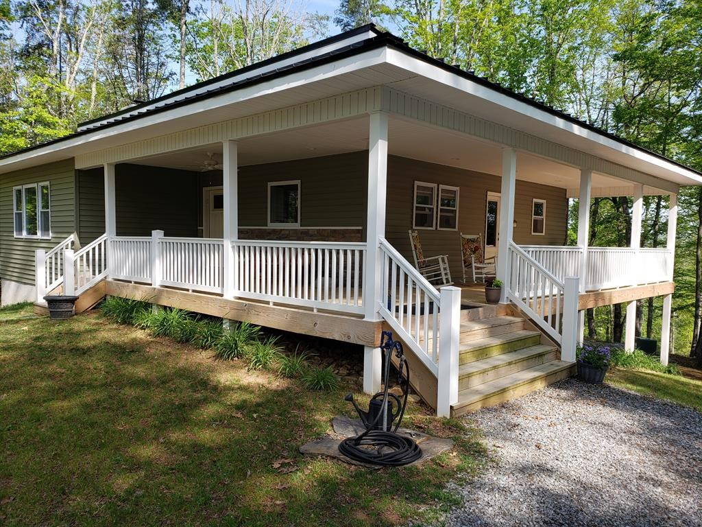 New Home Conveniently Located between Galax and Independenc