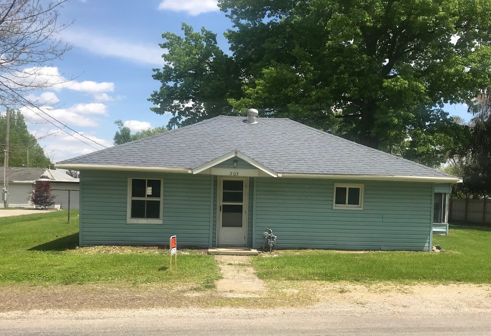 3 Bedroom, 1 Bath Home in Oblong, IL