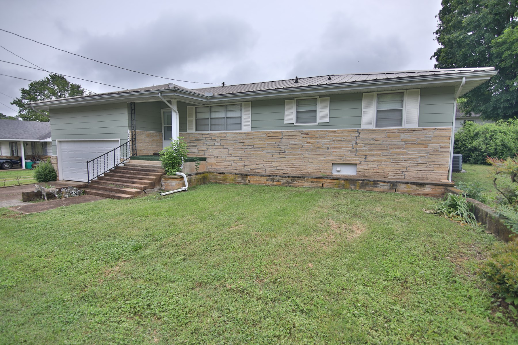 Home in Town for Sale Mammoth Spring, AR