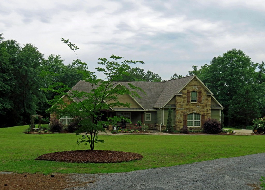BRICK HOME WITH LAND  FOR SALE IN ANDERSON COUNTY
