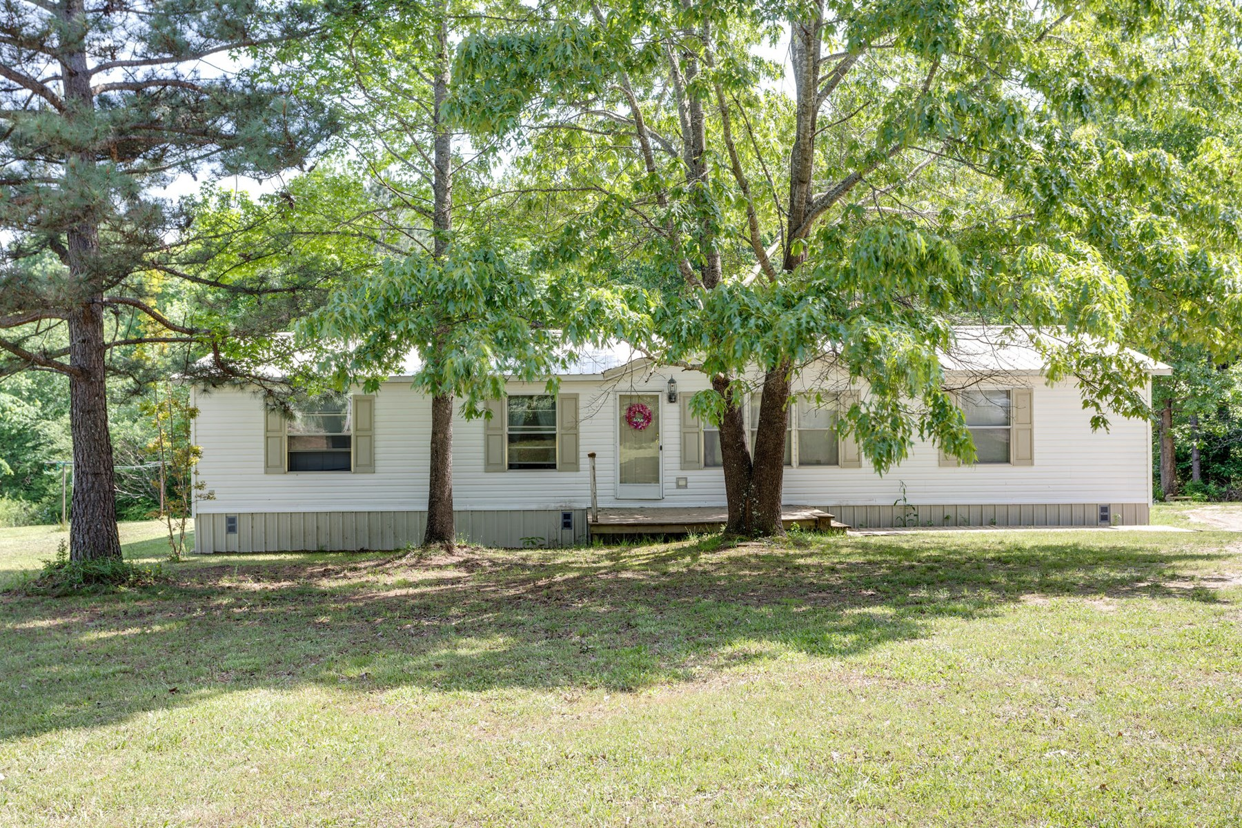 Country home with acreage in Lewis County Tennessee