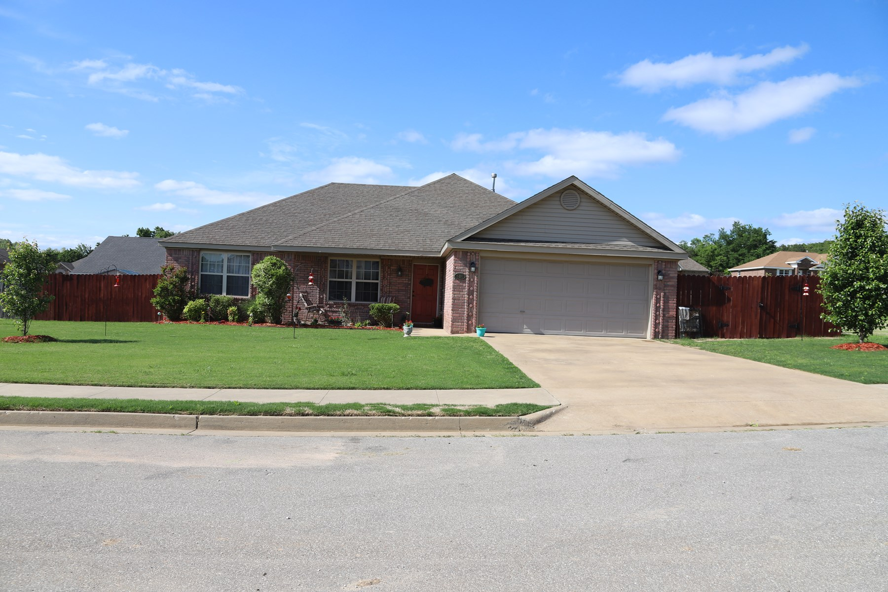 Northwest Arkansas 3 bedroom 2 bath Home in Town For Sale