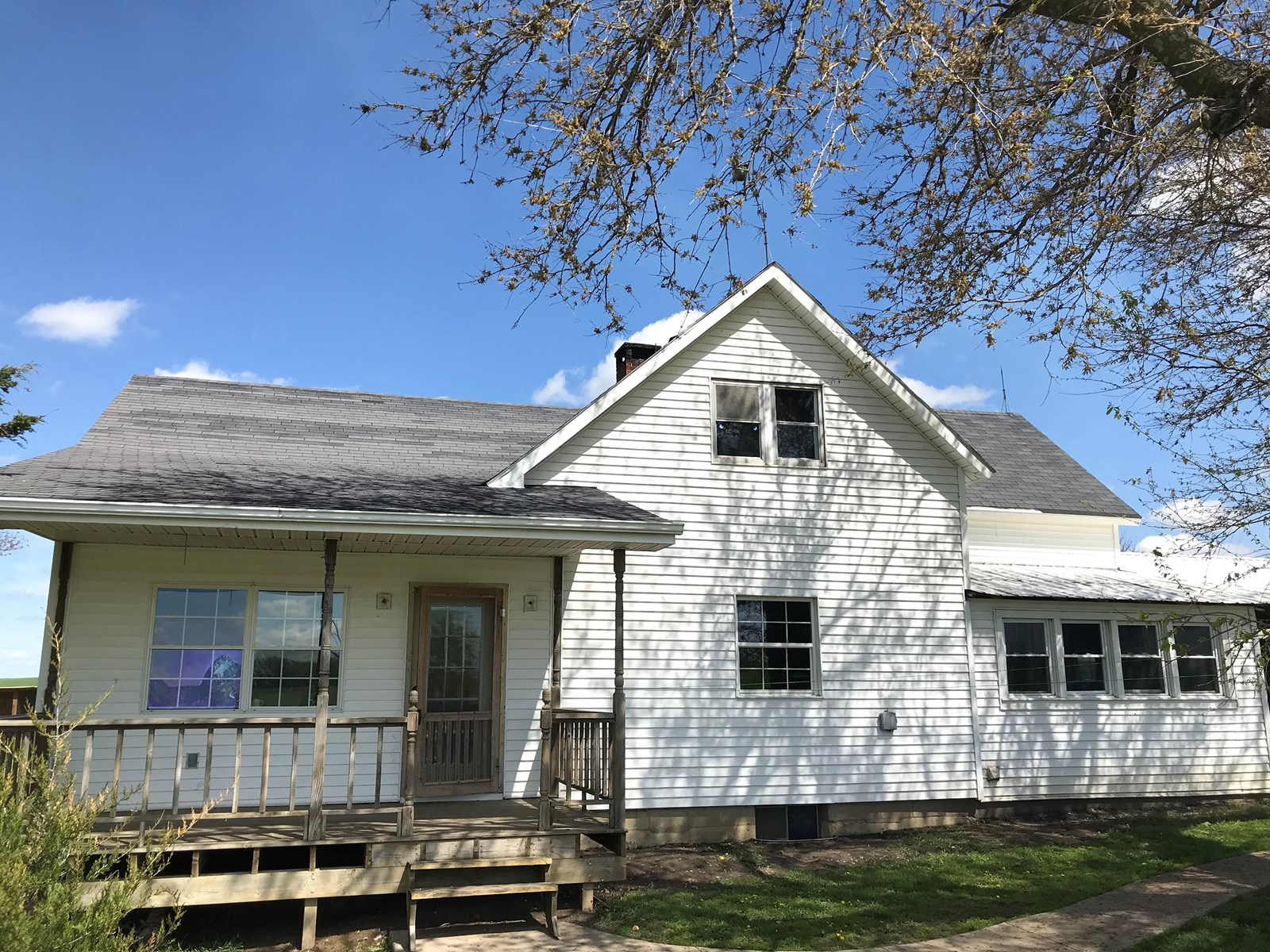 Country Home on 16 Acres For Sale in Mercer County
