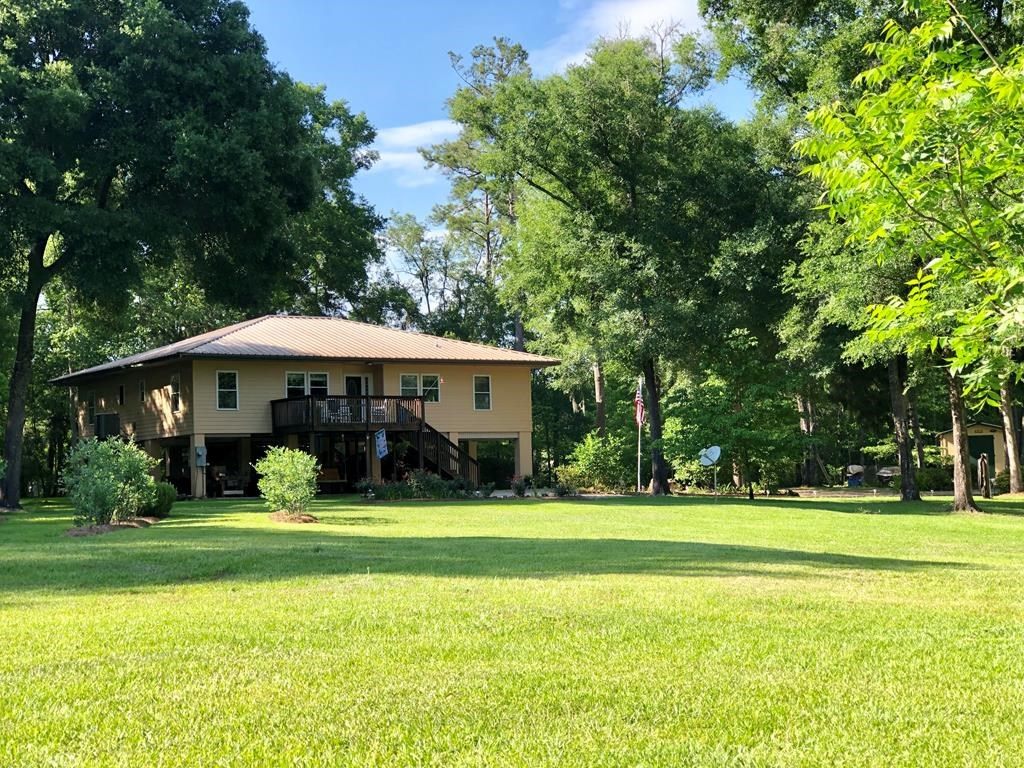 Suwannee Riverfront 3/2 split plan home on 43 ac in Mayo, FL