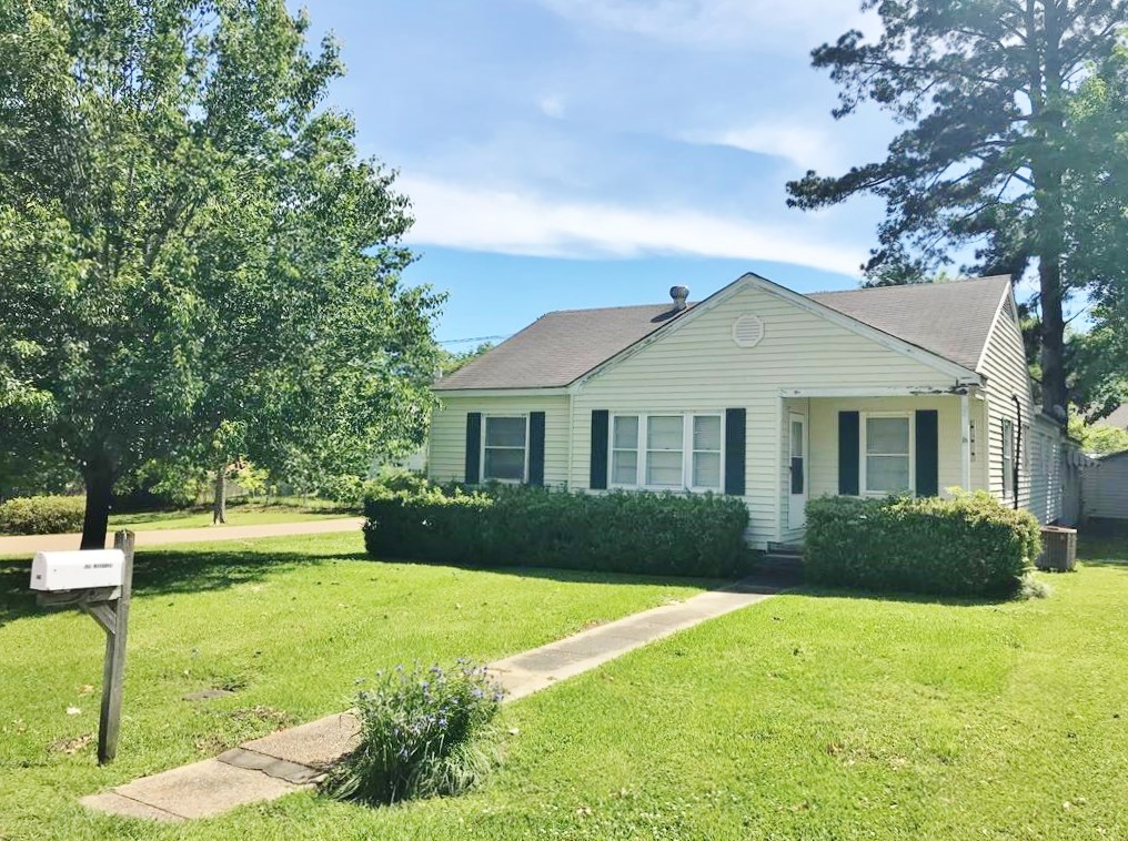 4 Bed/ 2 Bath Updated Home in Town on Corner Lot, McComb, MS