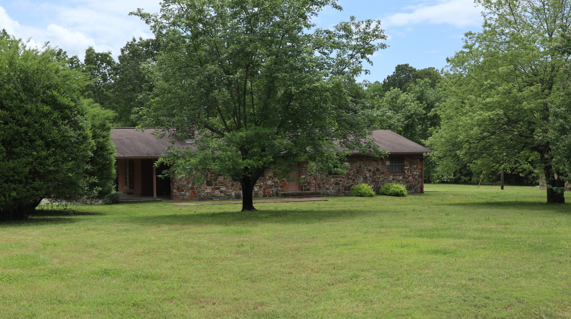 Ozarks Country Home and Hobby Farm for Sale Near Salem AR