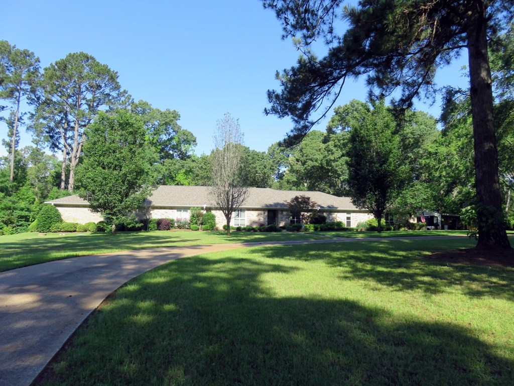 House For Sale In East Texas With Land And Pond